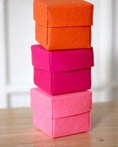 Scatole regalo fai da te: il tutorial semplice per farle con il feltro www.donnaclick.it - Donnaclick