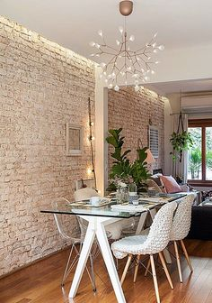 Considering how to plan the perfect Dining Room? All the Dining Room ideas that you may need for your interior design project are on this board. Get a look and let you be inspired! Mismatched Dining Chairs, Sweet Home, Dinner Room, Dining Room Walls, Room Chairs, Home Fashion, Home Interior Design, Dining Table, Dining Area
