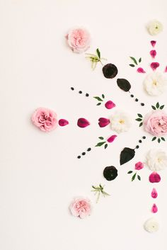 Set the stage fore pretty in the home with this DIY fresh floral mandala backdrop.