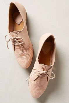 Tendance Chaussures Latigo Junebug Oxfords Tendance & idée Chaussures Femme 2016/2017 Description geometric texture Latigo Junebug Oxfords go with anything! In ivory / beige. Great summer loafer for 2015.