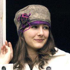 felt hat pillbox style made with merino wool, Ines Funky Hats, Crazy Hats, Cool Hats, Felt Hat, Wool Felt, Felt Headband, Fascinator Hats, Cloche Hat, Nuno Felting