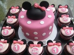 For The Love of Sugar : Minnie Mouse Cupcakes