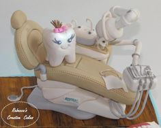 Dentist Chair with working light - Cake by Rebecca Avans