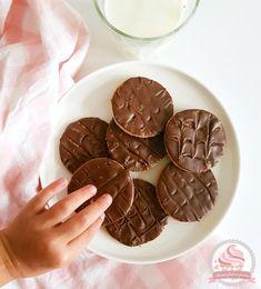 Biscuits Granola maison   Maman fait un gâteau - Maman fait un gâteau Granola, Candy, Chocolate, Desserts, Macarons, Spritz Cookies, Tailgate Desserts, Deserts, Chocolates
