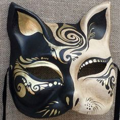 Gatto mask by Ca' Macana. Kitsune Maske, Japanese Fox Mask, Ceramic Mask, Venice Mask, Mask Dance, Venetian Carnival Masks, Mask Painting, Cat Mask, Cool Masks