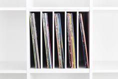 #Vinyl #storage in #Ikea #Kallax shelf // #Schallplatten #Aufbewahrung in Ikea Kallax #Regal