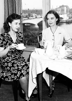 Lillian Gish and Dorothy Gish