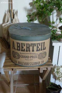 Ancienne boite à chapeau Brocante de charme atelier cosy.fr