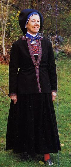 Hello all, Today I will cover the last province of Norway, Hordaland. This is one of the great centers of Norwegian folk costume, hav. Folk Costume, Costumes, Traditional Outfits, Norway, Culture, Bridal, Elegant, People, Embroidery
