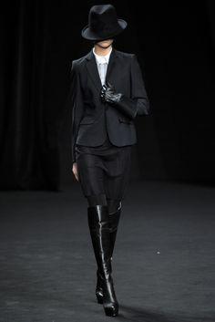 AF Vandevorst Parigi - Collections Fall Winter - Shows - Vogue. Cute Fashion, High Fashion, Fashion Show, Dark Fashion, Runway Fashion, Fashion Models, Fashion Designers, Gloves Fashion, Classic Suit