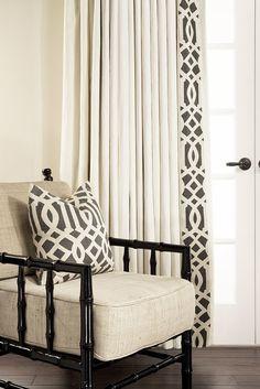 Для оформления окон в качестве штор можно использовать самые разнообразные материалы и ткани любых цветов, важно только обращать внимание на интерьер помещения и его размеры.