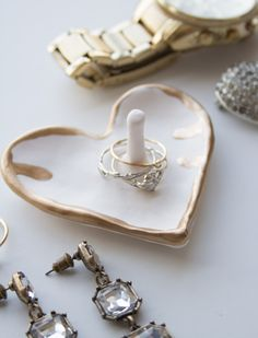 Make and Give // DIY Gilded Heart Ring Dish - Phone Ring Holder - Ideas of Phone Ring Holder - Diy Jewellery Dish, Diy Jewelry, Jewellery Box, Jewellery Shops, Jewelry Stores, Jewelry Tray, Diamond Jewellery, Handmade Jewellery, Jewellery Storage