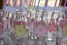 Party drinks in milk bottles (Milk Bottle Display) Drink Display, Bottle Display, Birthday Desserts, Birthday Parties, 20 Birthday, Birthday Ideas, Fondant Flower Cupcakes, Fancy Drinks, Girl Themes
