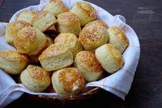 Nem találkoztam még olyan emberrel, aki ne imádná a pogácsát. :) Ha egy igazán jó sós sütit akartok enni akkor irány a konyha és izzítsátok a sütőtöket, mert elhoztam nektek a világ legkirályabb pogácsáját. Istenien finom, puha túrós-sajtos, az egyik kedvencem. A túrónak köszönhetően pedig még…