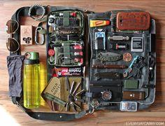 L'EDC Module  EveryDay Carry, ce que l'on transporte tous les jours. Bon ce qui me fait rire c'est que beaucoup d'elements sont dejà dans mon Sac A Main j'ai envie de glamouriser ce module en le nommant SAM du coup hihi c'est la wondertouch !  Wm.