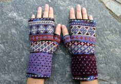 'Veritas, equitas' tapestry / jacquard crochet fingerless gloves, designed by Danielle Kassner, made / photographed by Stacey Glasgow