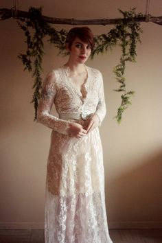 Look how stunning @theraymondtribe looks like. She's like a lune goddess in this dress. Very fairy like. So more her looks, check her blog~