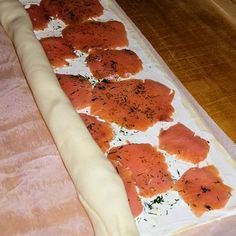 Puff pastry - salmon - snails- Blätterteig – Lachs – Schnecken Puff pastry salmon snails by jessyjeany Snacks Pizza, Snacks Für Party, Easy Casserole Recipes, Crockpot Recipes, Shellfish Recipes, Party Finger Foods, Party Buffet, Brunch Party, Vegetable Drinks