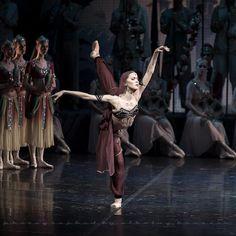 Alina Somova in La Bayadère at the Mikhailovsky Theatre. Photo by Nikolay Krusser.