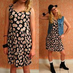 Vintage 90s GRUNGE Floral Daisy Mini Dress by fashionredemption, $40.00