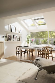 Bright Scandinavian living room with roof windows and increased natural light. Wishbone chairs and garden view from the dining room. This is the kind of house extension I would love to add to our home. Patio Interior, Interior Design, Interior Colors, Living Room Scandinavian, Scandinavian Style, Nordic Style, Scandi Style, Sweet Home, Roof Window