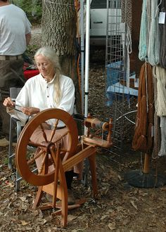 More spinning outdoors! Spinning Alpaca (Harmony Wools and Alpacas/Jenny Bennett) by John C. Campbell Folk School, via Flickr