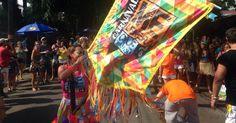 14.fev.2016 - Bloco Me Lembra Que Eu Vou faz o encerramento do Carnaval na Vila Madalena, em São Paulo. Cerca de 500 pessoas acompanham o cortejo. Entre os foliões, há ritmistas do Monobloco, Bangalafumenga e Quizomba