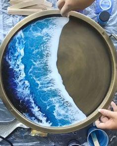 Mica powder uses Watch this DIY Resin Art Ocean Waves Art Mica Powder Tutorial for your daily inspir Wood Resin Table, Epoxy Resin Wood, Diy Resin Coffee Table, Diy Resin Art, Diy Resin Crafts, Diy Resin Ideas, Diy Cadeau Noel, Resin Furniture, Acrylic Pouring Art