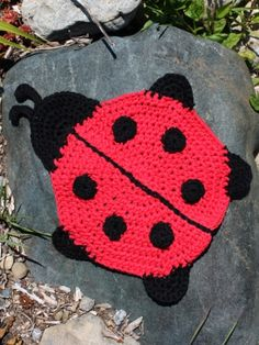 Ladybug Dishcloth - Free Pattern from Yarnspirations (scroll down to view pattern)