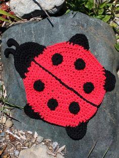 Ladybug Dishcloth - Free Pattern from Yarnspirations (scroll down to view pattern)