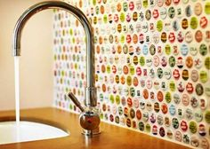 I love this: Bottle Cap Backsplash. Would be great basement bar backsplash made with beer bottle caps. Sweet Home, Bottle Cap Art, Bottle Cap Table, Diy Casa, Beer Caps, Beer Bottle Caps, Rustic Crafts, Kitchen Backsplash, Backsplash Ideas
