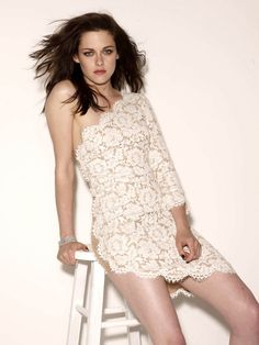 Kristen Stewart ~Glamour Photoshoot~ - brown hair Close to me Kristen Stewart, Famous Girls, Beautiful Celebrities, Celebrity Crush, Celebrity Beauty, American Actress, Celebs, Glamour, Sexy Women