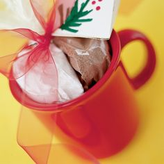 a coffee mug filled with the fixings for a delicious, near-instant cupcake for one. Teachers, sitters, relatives, and neighbors will love this creative (and yummy!) gift