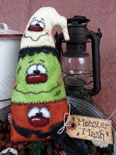 Monster Mash-Up Pattern - Primitive Doll Pattern - Halloween - Pumpkin - Frankenstein - Ghost - Whimsical - Fiber Art - English Only Halloween Pumpkins, Halloween Crafts, Halloween Decorations, Halloween Ideas, Monster Mash, Fall Crafts, Holiday Crafts, Primitive Doll Patterns, Primitive Crafts