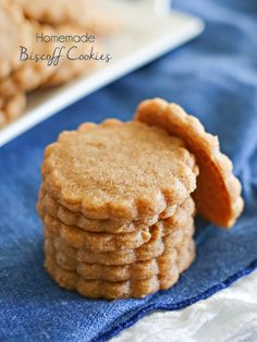 Homemade Biscoff Cookies - I Hope These Homemade Biscoff Cookies taste just like the original -- those yummy cookies you get on a plane. Biscoff Recipes, Easy Cookie Recipes, Sweet Recipes, Baking Recipes, Dessert Recipes, Mini Desserts, Cookie Desserts, Just Desserts, Delicious Desserts