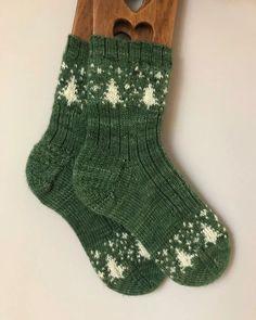 Cold winter nights knitting pattern by julie lebouthillier Crochet Hooks, Crochet Baby, Knit Crochet, Crochet Granny, Crochet Patterns For Beginners, Knitting Patterns, Knitting Blogs, Knitting Tutorials, Knitting Ideas