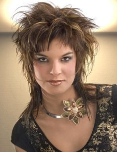 medium brown straight spikey messy Rock-Chick Womens haircut hairstyles for wome. Choppy Haircuts, Hairstyles Haircuts, Straight Hairstyles, Cool Hairstyles, Short Funky Hairstyles, Brown Hairstyles, Messy Short Hair, Short Hair Cuts, Short Hair Styles