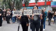 Miles de mujeres y hombres manifiestan en contra de la violencia de género, por las calles céntricas de Resistencia. La marcha, que forma parte del Paro Nacional de Mujeres, ocupa más de 5 cuadras.