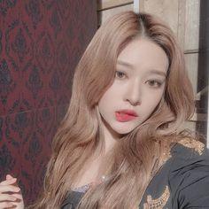 The most beautiful vampire 😈👿 K Pop, Kpop Girl Groups, Kpop Girls, Yuri, Eyes On Me, Chuu Loona, Japanese Girl Group, Pop Idol, Kim Min