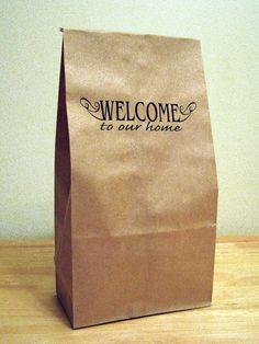 Questi sacchetti marroni sono perfetti per i rifornimenti del partito, regali e housewarmings. Ogni sacchetto pranzo dispone di una stampa fronte/retro.