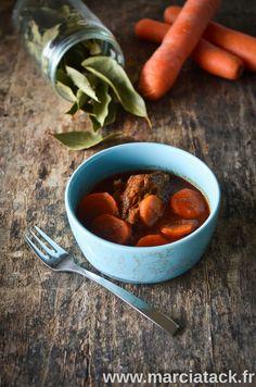 Découvrez la recette traditionnelle du plat emblématique de la cuisine Française : le bœuf carotte en version rapide et facile, et inratable !