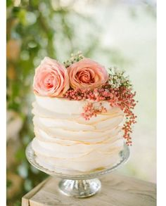 Coral wedding cake love❤️ #bareandme
