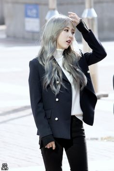 Moonbyul looking amazing. Kpop Fashion, Korean Fashion, Girl Fashion, Fashion Outfits, Fashion Black, Fashion Ideas, Airport Fashion, Fashion 2016, Fashion Trends