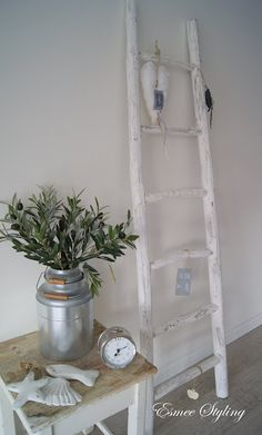 Esmee Styling: Ladder Old Ladder, Rustic Ladder, Ladder Decor, Flower Decorations, Christmas Decorations, Shabby Chic Decor, Sweet Home, Diy Crafts, House Styles