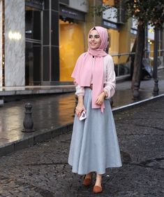 Top 15 des styles Hijab Fashion été 2018 - Hijab Fashion and Chic Style Hijab Chic, Hijab Style, Casual Hijab Outfit, Street Hijab Fashion, Muslim Fashion, Modest Fashion, Fashion Outfits, Long Skirt Hijab, Maxi Skirt Outfits