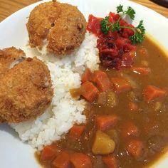 Curry rice with cheesy tonkatsu.
