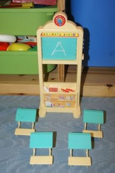 I remember playing with this set. Omg still have some of it