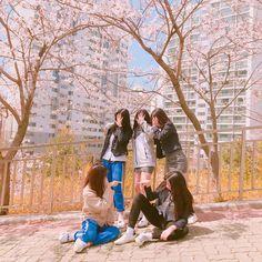Mode Ulzzang, Ulzzang Korean Girl, Ulzzang Couple, Best Friend Pictures, Bff Pictures, Korean Aesthetic, Aesthetic Girl, Ullzang Boys, Korean Best Friends
