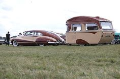 Matching vintage Buick and trailer Tiny Trailers, Vintage Campers Trailers, Vintage Caravans, Camper Trailers, Retro Campers, Truck Camper, Vintage Rv, Vintage Vans, Vintage Airstream