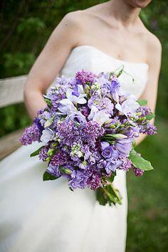 bouquet com flores roxas e lilás